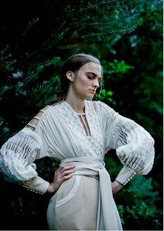 マメ(mame) 2016年春夏コレクション Gallery60 Fashion Books, Fashion Art, Fashion Models, Womens Fashion, Fashion Design, Dark Fairytale, Vintage Goth, British Style, White Fashion