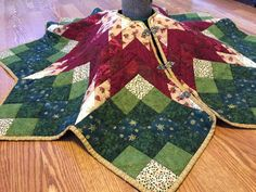 Quilted tree skirt, quilted Christmas tree skirt, poinsettia star patchwork tree skirt in red green and gold with metal clasps