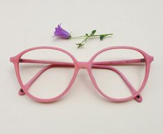 Vintage pink frames / pale pink eye glasses / by Skomoroki Vintage Pink, Rosa Vintage, Pink Glasses Frames, Hipster Women, Red Sunglasses, Cool Glasses, Fashion Eye Glasses, Glasses Online, Pink Eyes