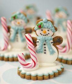 Que deliciosa bolacha de Natal no formato de um boneco de neve !  Envie seu pedido de natal para o Papai Noel no  www.cartinhaaopapainoel.com.br