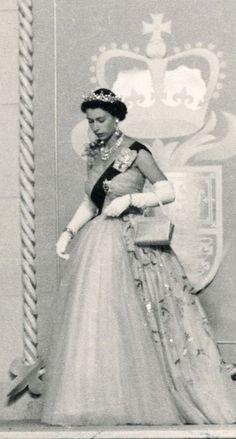 FAN PAGE Queen Elizabeth II (Elizabeth Alexandra Mary) Elizabeth was born at Young Queen Elizabeth, Elizabeth Philip, Royal Queen, Queen Mary, Princess Margaret, Princess Kate, Estilo Jackie Kennedy, Eugenie Of York, Queen Elizabeth