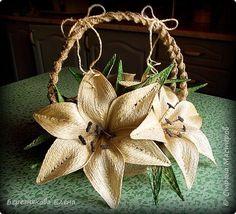 Вся композиция выполнена из джутовых ниток.Часть джута была отбелена для листиков цветка. фото 1
