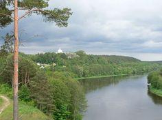Parque Dzukija  es la parte natural más grande de las que están preservadas en todo el territorio de Lituania, en el norte de Europa. Aunque este sitio se hizo para preservar los bosques de pino y sus impresionantes paisajes naturales, en la actualidad es todo un complejo en el que es posible hacer turismo sin afectar el medio ambiente.