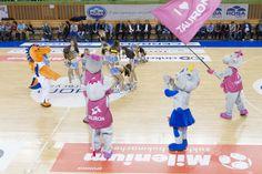 Tauronki wspierają także cheerleaderki, fot. Piotr Koperski