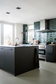 114 vind-ik-leuks, 20 reacties - April and May Kitchen Dining, New Kitchen, Decorating Blogs, Kitchen, Home, Minimalist Scandinavian, Kitchen Renovation, Durable Flooring, Basement Kitchen