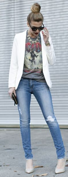 T-shirt + jeans+ white blazer