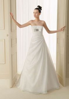 Graceful Organza A line Spring & Fall Strapless Court Train Wedding Gown - Lunadress.co.uk