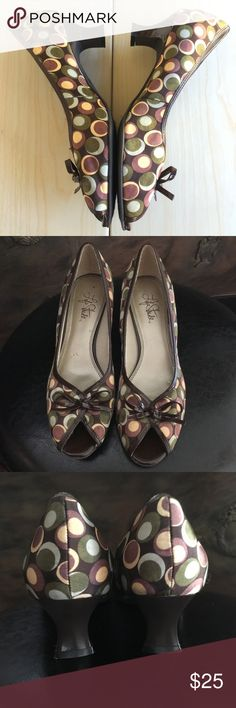 Life Stride pumps super chic Sz8 NEW These are amazingly cute shoes - it will make you happy for a fraction of the price I paid for them - sitting in the closet never worn! Shoes