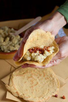 Crespelle di farina di ceci con patate al rosmarino e pancetta