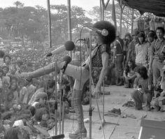Kilau musik Indonesia era 1970-an di sejarah musik nasional - http://hitsberita.com/kilau-musik-indonesia-era-1970-an-di-sejarah-musik-nasional-7255.html