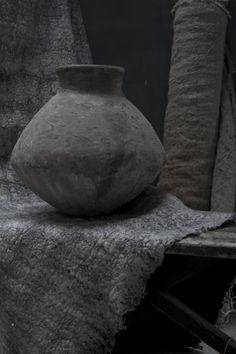 Gray | Grey | Gris | グレー | Grigio | серый | Gurē | Colour | Texture | Pattern | Style | Design | Composition | Photography | Pot