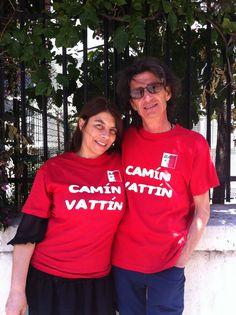 """TIZIANA SCHIAVARELLI E DANTE MARMONE Le t-shirt """"Camìn Vattìn"""" sono in vendita presso il negozio Bidonville Store in Via Melo, 224 a Bari - tel. 080/9905699"""