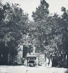 """La entrada a """"El Capricho"""" en 1856"""