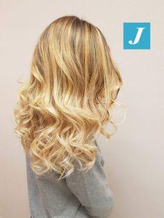 Se non c'è il sole portartelo voi _ Degradé Joelle. #cdj #degradejoelle #tagliopuntearia #degradé #igers #musthave #hair #hairstyle #haircolour #longhair #ootd #hairfashion #madeinitaly #wellastudionyc