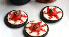 Halloween Oreo szemgolyó keksz recept: Halloweeni sütik között remekül mutat ez a keksz recept, ráadásul egyszerűen elkészíthető. Halloween Oreos, Cheesecake, Pudding, Pumpkin, Recipes, Food, Ideas, Pumpkins, Cheesecakes