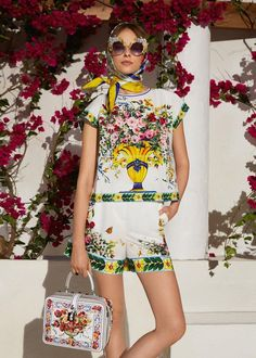 Discover the new Dolce & Gabbana Women's Caltagirone Collection for Fall Winter and get inspired. Daily Fashion, Everyday Fashion, Dolce & Gabbana, Streetwear, Fashion Brand, Fashion Design, Vogue, Blouse Dress, Fashion Fabric