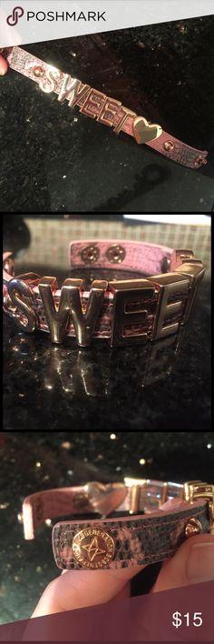 BCBG Sweet heart bracelet Rose gold💕 BCBG Sweet heart bracelet - Rose gold and Pink snake skin print. 💓💗💓 Comes with box 🎀 BCBG Jewelry Bracelets