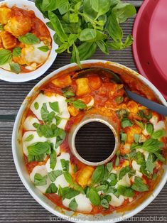 Fast camping kitchen after work: Gnocchi al Forno from the Omnia - All About Health Gnocchi, Best Outdoor Lighting, Design Your Dream House, Thai Red Curry, Food And Drink, Veggies, Cooking, Mozzarella, Ethnic Recipes