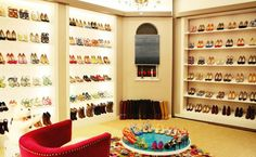 a shoe closet? yes, please! ^^