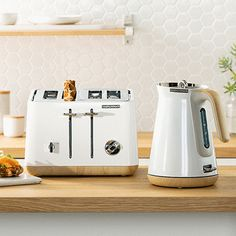 Morphy Richards Scandi Aspect kettles and toasters are not only stunning wooden-trimmed appliances, they pack all the functionality needed in a modern day kitchen! Nordic Kitchen, Scandinavian Kitchen, Home Decor Kitchen, Kitchen Furniture, Kitchen Design, House Furniture, Scandinavian Style, Kitchen Ideas, White Kitchen Cabinets