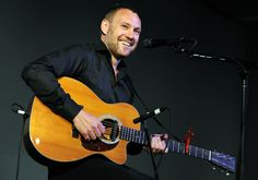 David Gray aww look at that smile David Gray, Album Songs, Cool Guitar, In The Flesh, My Happy Place, Music Artists, Rock And Roll, Concerts, Caravan