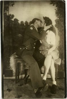 Soldier and gal- arcade photo Vintage Romance, Vintage Love, Vintage Couples, Cute Couples, Vintage Photographs, Vintage Photos, Vintage Items, Old Pictures, Old Photos