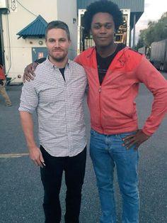 Green Arrow and Mr. Terrific in the building. Sort of. #ArrowSeason4 - Echo