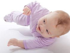 Is your baby now turning over her tummy by herself? Is she eager to move forward on her own? If yes, read to know how to teach your baby to crawl & exercise Baby Development Milestones, Baby Milestones, Baby Rolling Over, Baby Lernen, Teaching Babies, Introducing Solids, Crawling Baby, Baby Blog, Baby Needs