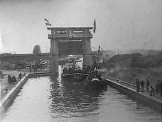 mei1932 . Sluis XVI te Weert officiëel geopend. De hoofdingenieur der Rijkswaterstaat Volk…