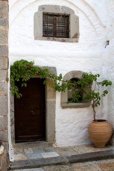 Patmos Island, Greece, one of the most breath taking places I've been lucky to visit! Myconos, Greek House, Tadelakt, Mediterranean Style, Greek Islands, Home Interior, Stairways, Windows And Doors, My Dream Home
