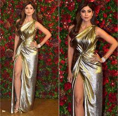 Amitabh Bachchan, Ambanis , SRK , Kareena And Others Grace Starry Wedding Reception Of Deepika Padukone And Ranveer Singh - HungryBoo