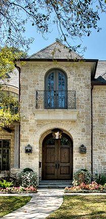 Tuscan design – Mediterranean Home Decor Exterior Design, Interior And Exterior, Exterior Houses, Home Design Decor, House Design, World Decor, Modern Mansion, Tuscan House, Mediterranean Home Decor