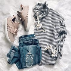 IG @sunsetsandstilettos - casual fall outfit inspiration