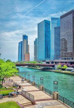 Chicago River. Pinned by #CarltonInnMidway - www.carltoninnmidway.com