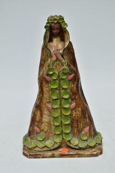 ARTE POPULAR Nossa Senhora Aparecida, imagem esculpida em barro cozido com rica policromia. Med.: 45 cm.