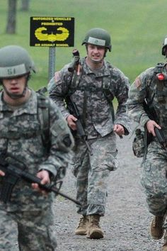 Army Sergeant Becomes First Amputee to Complete Grueling Air Assault School: 'A Shining Example That Life Can Carry On'