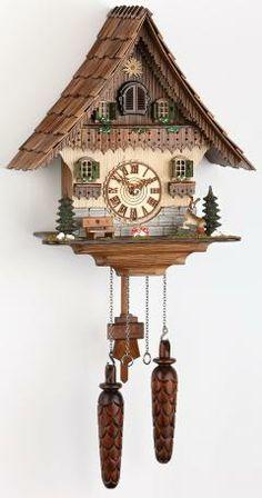 Fabricante: Trenkle Uhren. Reloj cucú de cuarzo Casa de la selva negra con música, incluye baterías. Color: Nogal Tamaño: 35 cm. / 14 pulg. Peso bruto: 3 kg