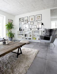 25 stuer - sådan skal din stue se ud i Living Room Flooring, Home Living Room, Interior Design Living Room, Living Room Decor, Gravity Home, Room Tiles, Grey Flooring, Modern Flooring, New Homes
