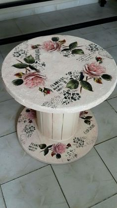 diy recycled wood cable spool furniture ideas & projects for porch decorating 47 - Ula Babs Wooden Spool Tables, Cable Spool Tables, Wooden Cable Spools, Wood Spool, Decoupage Furniture, Hand Painted Furniture, Upcycled Furniture, Diy Furniture, Automotive Furniture