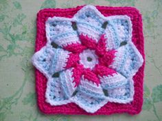 "6"" square pattern  directions- http://home.comcast.net/~gandal195/pinwheelstar.html"