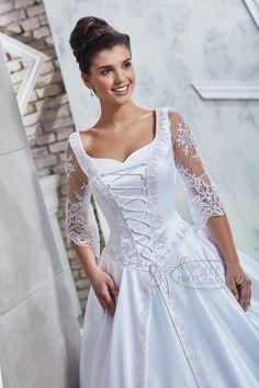 Bocskai stílusú magyaros menyasszonyi ruha, különlegesen szép sujtásmotívumokkal.  A csipke ujjú menyasszonyi ruha elegáns öltözék a tradíciókat követő menyasszonyoknak. Elegant Wedding Dress, Wedding Dress Styles, Bridal Gowns, Wedding Gowns, Blog Design, Art Education, Celebrities, Lace, Mermaid