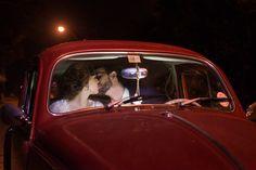Casamento Giovanna e Leonardo | Curitiba | Fotografia: Nos Olhos Teus | Fotógrafos de Casamento - ensaio, noivos, fusca vermelho