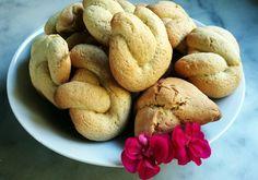 Hoy para el desayuno ☕ ¡unas marañuelas! Una especie de galletas típicas de Semana Santa y de la zona de Candás y Luanco aunque son tan deliciosas y fáciles de hacer que ya se hornean en cualquier momento del año.  #dulcestípicos #Asturias #galletas #sweet #cookies #postrescaseros #breakfast #hotelrural #Spain #TravelersChoice2015 #turismorural #ruraltourism Homemade Desserts, Sweet Bread, Breads, Vegetables, Food, Breakfast, Cookies, Recipes, Bread Rolls
