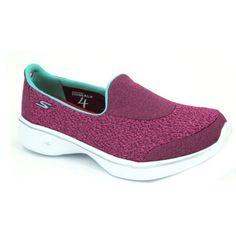 Skechers Go Walk 4 Pursuit 14148 Zapatillas de estilo casual para mujer hechas con materiales textiles. Calzado estilo bailarina slip-on con un elástico en el empeine para que tengamos un calce rápido y fácil. Son ligeras y con un bonito colorido. La suela externa GEN 5 es ligera y flexible