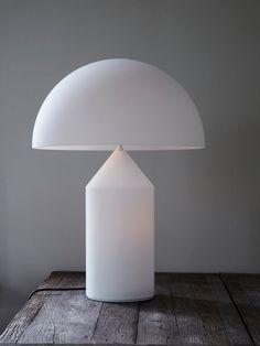 Atollo är inte längre bara en lampa, den har nått ikonisk status och är idag en av de mest kända symbolerna för italiensk design. Designad av Vico Magistretti 1977.