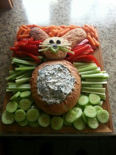 Get your Easter dinner started off right with these easy easter appetizers! From tasty dips to bunny shaped foods, these cute and creative easter appetizer recipes are sure to be a hit with your guests! Easter Snacks, Easter Appetizers, Easter Brunch, Easter Treats, Easter Recipes, Appetizer Recipes, Holiday Recipes, Easter Food, Easter Party