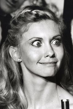 Supermodels Making Funny Faces - Kate Moss, Gisele Bundchen, and Tyra Banks - Elle Make Funny Faces, Silly Faces, Olivia Newton Jones, Blond, Surprise Face, Goofy Face, Expressions Photography, Celebrity Caricatures, John Travolta