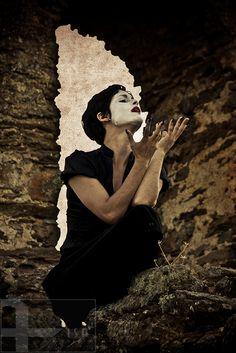 """Aisa Araújo Fine Art Photographer in Barcelona. #selfportrait . Based on Edith Piaf  """"Cri du coeur; Et toujours, toujours, quand je chante,Cet oiseau-là chante avec moi."""" Project: """"Je est un autre"""""""