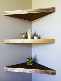 Cheap and Easy DIY Wooden Pallet Corner Shelf Design Ideas For Your Home Interior Corner Shelf Design, Diy Corner Shelf, Wood Corner Shelves, Floating Corner Shelves, Wooden Wall Shelves, Wall Shelves Design, Glass Shelves, Corner Designs, Pallet Shelves Diy