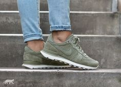 5e95b265b07da0 Nike Wmns Internationalist PRM (Dark Stucco   Dark Stucco - Sail)